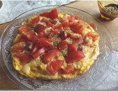 海老とトマトのオープンオムレツ