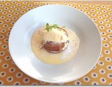 柿のタルトタタン風ケーキ バニラアイス添え