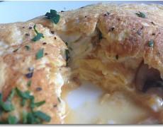 シェーブルチーズとマッシュルームのオムレツ