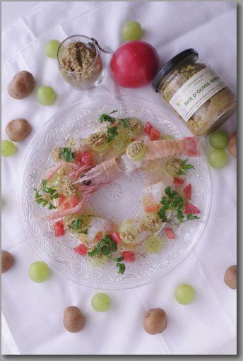 縦 グリーンオリーブピュレとシャインマスカット、魚介のサラダ