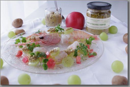 横 グリーンオリーブピュレとシャインマスカット、手長海老のサラダ
