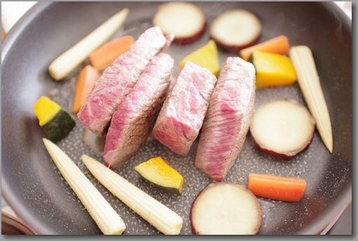 牛肉調理中